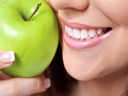 beautiful smile 515x386 - جراح و دندانپزشک
